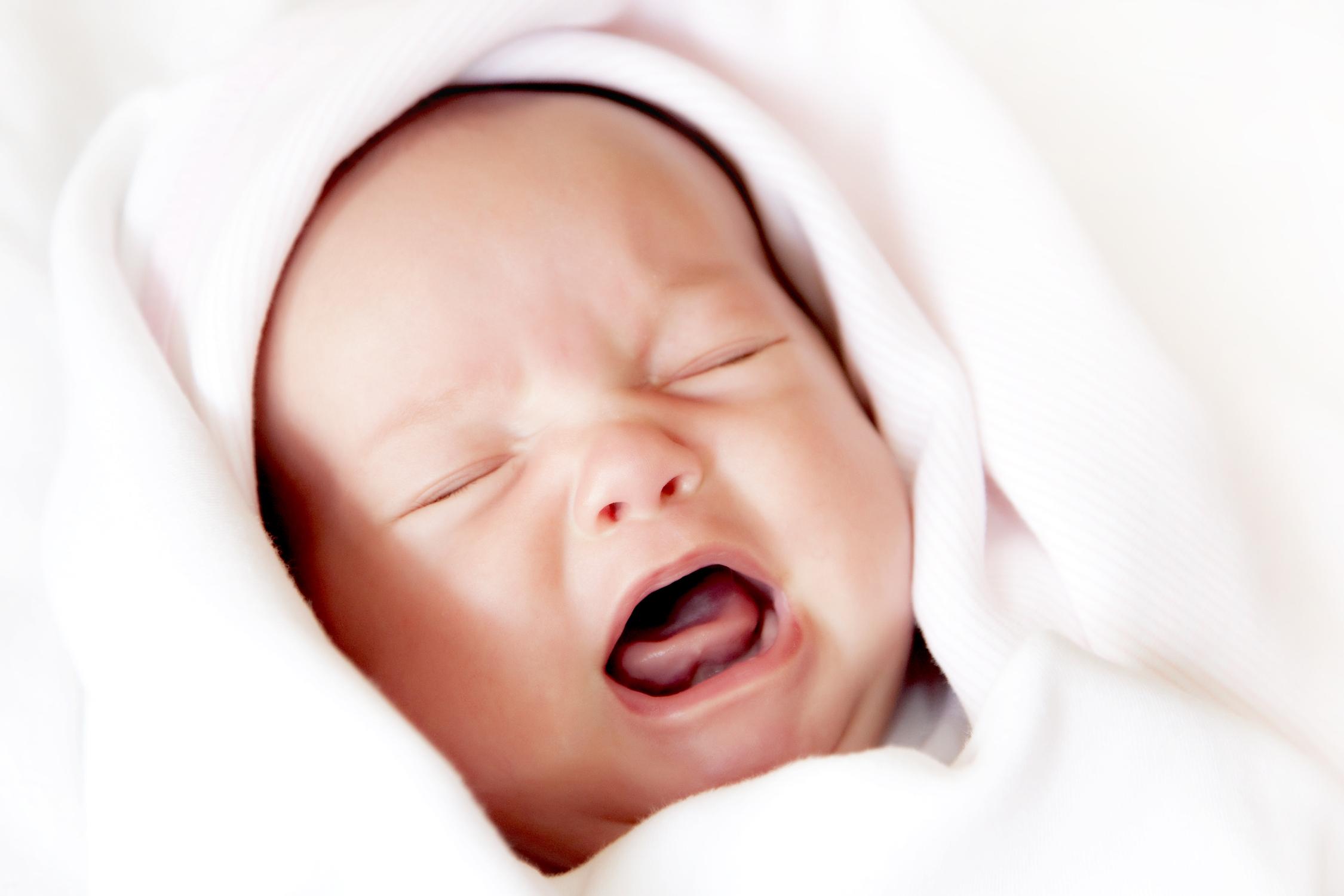 Как убрать молочницу у новорожденного